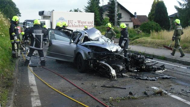 19-Jähriger in OÖ bei Frontalkollision getötet (Bild: FF Frankenburg)
