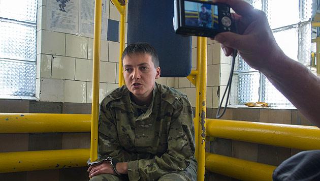 Die Pilotin Nadija Sawtschenko wird seit Wochen gefangen gehalten. (Bild: AP)