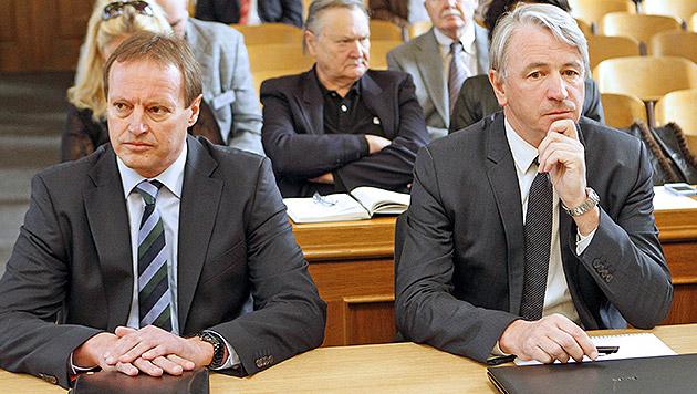 Die ehemaligen Hypo-Vorstände Günter Striedinger (li.) und Wolfgang Kulterer (re.) (Bild: APA/GERT EGGENBERGER)