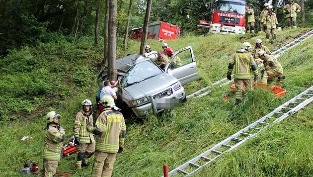 Bgld: Zwei junge Frauen bei Autounfall verletzt (Bild: Stadtfeuerwehr Güssing)