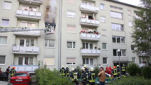 OÖ: Frau und Kind aus brennender Wohnung gerettet (Bild: Matthias Lauber/laumat.at)