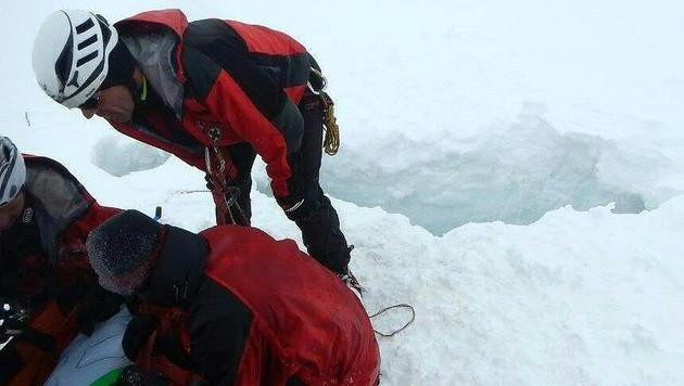 Zwei Alpinisten in Gletscherspalte gestürzt (Bild: APA/BERGRETTUNG PRÄGRATEN A.G.)
