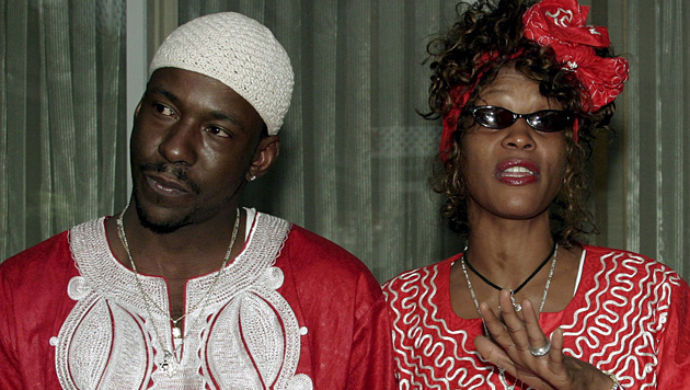 Whitney Houston und Prügel-Gatte Bobby Brown (Bild: Jim Hollander/EPA/picturedesk.com)