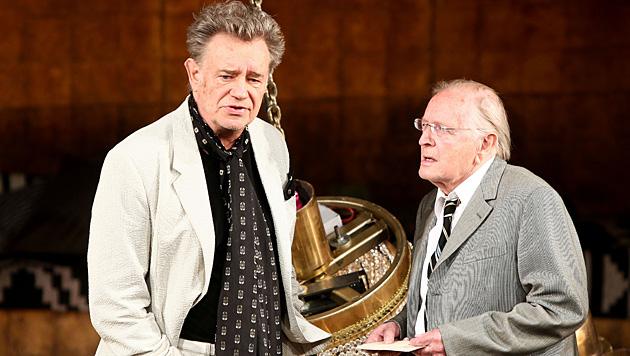 """Gert Voss und Erhard Marggraf im Shakespeare-Stück """"Maß für Maß"""",  Salzburger Festspiele 2011. (Bild: APA/Neumayr/MMV)"""