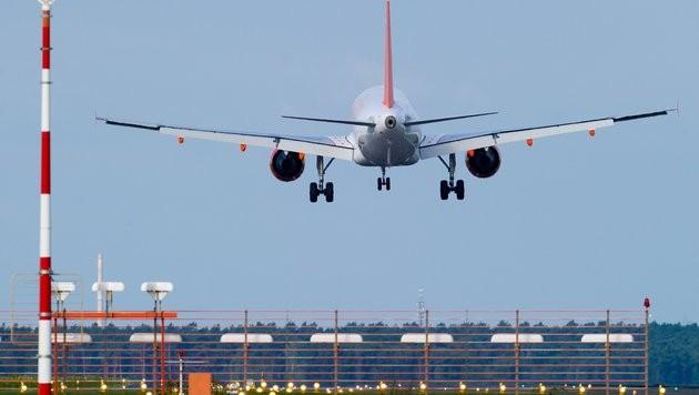 Piloten warnen vor Cyberangriffen auf Flugzeuge (Bild: dpa-Zentralbild/Patrick Pleul (Symbolbild))