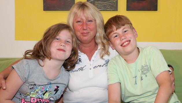 Alexander mit Mama Ulrike und Schwester Julia (Bild: Josef Moser)