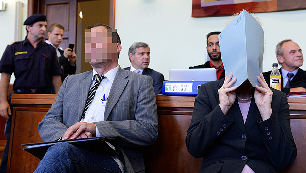 Die beiden Angeklagten (Bild: APA/Robert Jäger)