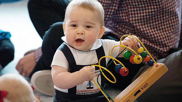 Staatstragend: Beim Staatsbesuch in Neuseeland ist der kleine Prinz der Star der Spielgruppe. (Bild: EPA)