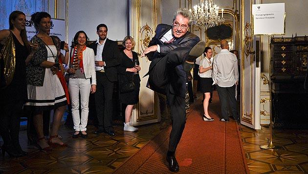 Impuls tanzender Bundespräsident Heinz Fischer (Bild: APA/Herbert Neubauer)