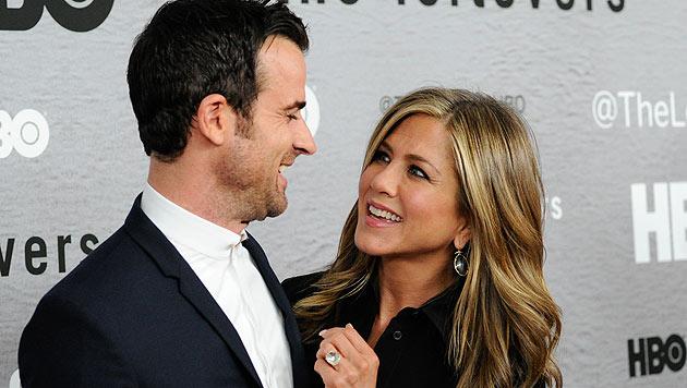 Jennifer Aniston himmelt ihren Verlobten Justin Theroux an. (Bild: AP)