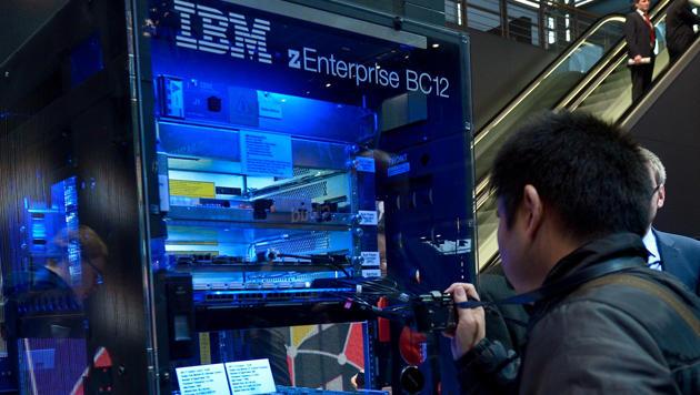 Weniger Umsatz, aber mehr Gewinn bei IBM (Bild: APA/dpa/Peter Steffen)