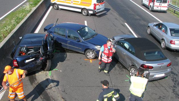 NÖ: Unfälle auf A1 hielten Einsatzkräfte auf Trab (Bild: APA/FF YBBS)