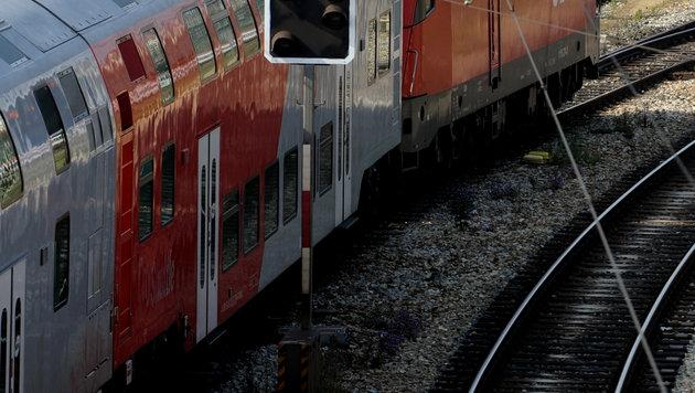 Erneut 44 Flüchtlinge in Zug in Tirol aufgegriffen (Bild: APA/HERBERT PFARRHOFER (Symbolbild))