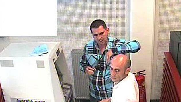 Mit Bankomatkarten mehrere Tausend Euro erbeutet (Bild: APA/POLIZEI)