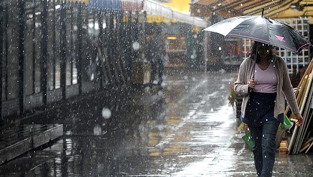 Wochenbeginn bringt Regen und Gewitter (Bild: APA/HELMUT FOHRINGER)