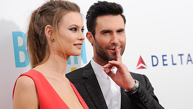 Adam Levine und Behati Prinsloo haben geheiratet (Bild: Evan Agostini/Invision/AP)
