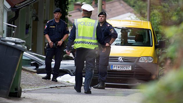 Postler in Linz von eigenem Dienstauto erdrückt (Bild: APA/WERNER KERSCHBAUMMAYR)