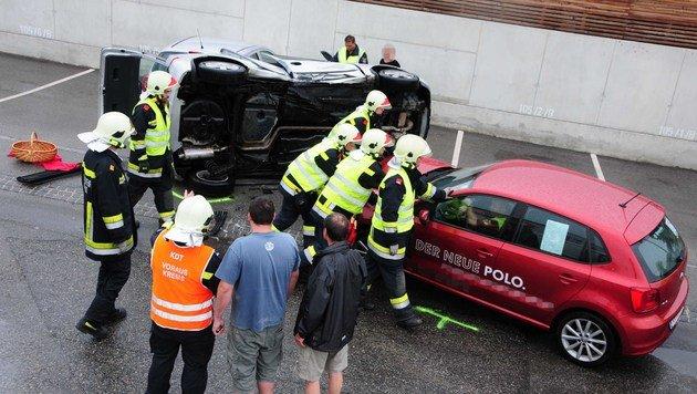 Auto beim Einparken gerammt - 2 Frauen verletzt (Bild: FF Krems/G.Rohrhofer)