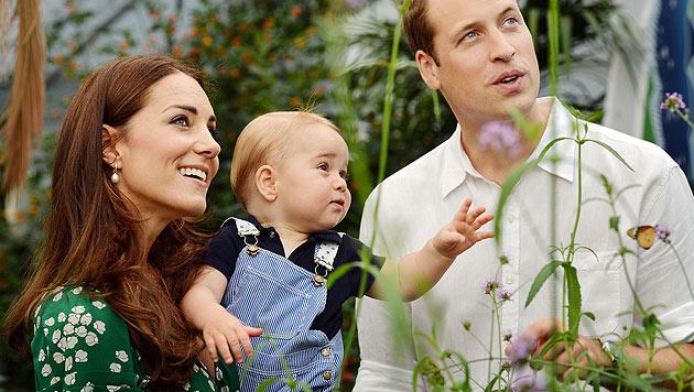 Prinz George und seine Eltern Kate und William im Naturhistorischen Museum in London. (Bild: AP)
