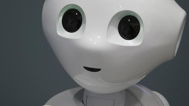 Interview mit einem Roboter: Pepper gibt Antwort (Bild: AP)