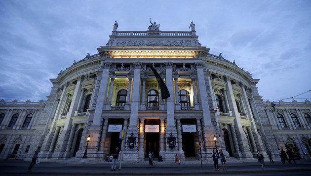 Dunkle Wolken über dem Wiener Burgtheater (Bild: APA/GEORG HOCHMUTH)