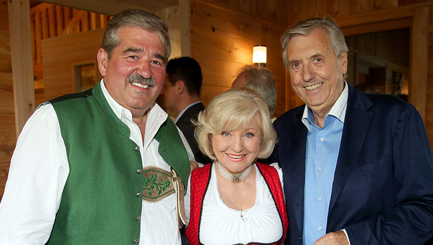 """Freunde unter sich: Thomas Berger, auch bekannt als """"Singender Wirt"""", Margot Hellwig und Karl Moik (Bild: Franz Neumayr)"""