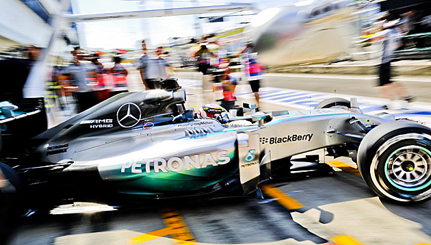 Hamilton gab am Hungaroring wieder den Ton an (Bild: APA/EPA/SRDJAN SUKI)