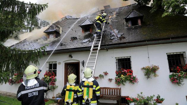 700 Jahre altes Haus von Flammen zerstört (Bild: APA/OBI Thomas Zeiler)