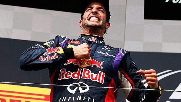 Daniel Ricciardo mit Trofeo Bandini ausgezeichnet (Bild: APA/EPA/VALDRIN XHEMAJ)