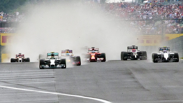 Hungaroring: Ricciardo gewinnt turbulentes Rennen (Bild: APA/EPA/SRDJAN SUKI)
