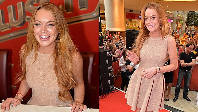 Lindsay Lohan gibt in der PulsCity in Linz Autogramme. (Bild: APA/ANDREAS TISCHLER / VIENNA PR)
