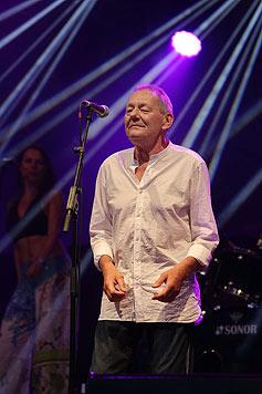 Ambros beim Bad Schallerbacher Sommer-Open-Air 2014 - der zweite Auftritt nach seiner Wirbel-OP. (Bild: Chris Koller)