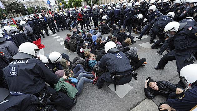 Identitären-Demo: Jeder Fünfte war Zivilpolizist (Bild: APA/Herbert Pfarrhofer)