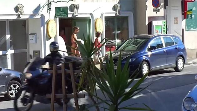 Nackte Frau sorgt in Pottenstein für Aufregung (Bild: YouTube.com/harald kerschbaumer)