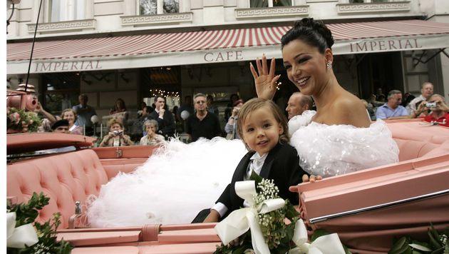 Verona Pooth bei ihrer Hochzeit in Wien im Jahr 2005. (Bild: dpa/Jörg Carstensen)