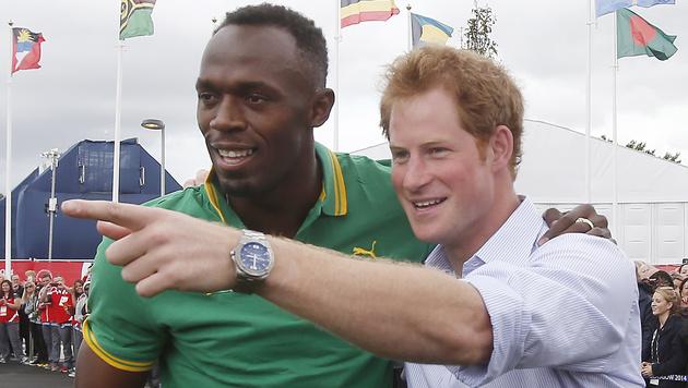 Usain Bolt mit Prince Harry (Bild: AP)