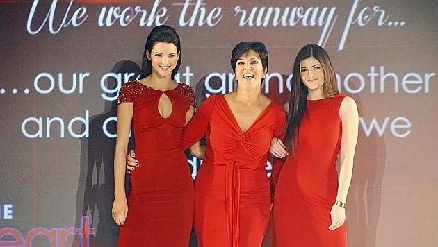 Kendall Jenner, Mama Kris und Schwester Kylie (Bild: PETER FOLEY/EPA/picturedesk.com)