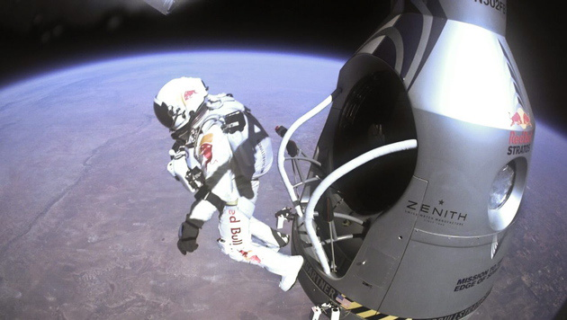 Felix Baumgartner beim Stratosphären-Sprung (Bild: Red Bull Stratos/EPA/picturedesk.com)
