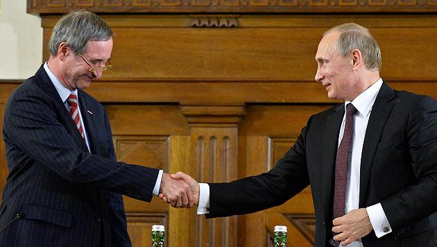 Leitl mit Putin am 24. Juni 2014 bei einem Vortrag des Kremlchefs in der Wirtschaftskammer Wien. (Bild: APA/Herbert Neubauer)