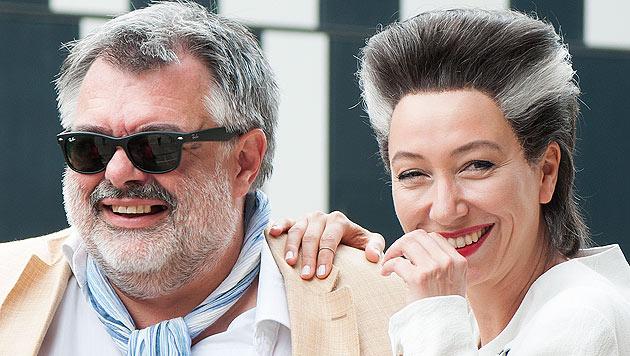 """Produzent Walter Köhler und Schauspielerin Ursula Strauss am """"Deus Ex Machina""""-Set in Wien (Bild: APA/VIOLA JAGL)"""