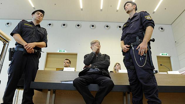 Pensionist (64) erstach Ehefrau: 18 Jahre Haft (Bild: APA/HERBERT PFARRHOFER)