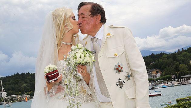 Vor der herrlichen Kulisse des Wörthersees haben sich Richard Lugner und Cathy Schmitz verlobt. (Bild: Uta Rojsek-Wiedergut)