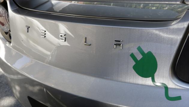 Tesla und Panasonic bauen Mega-Batteriefabrik (Bild: AP)