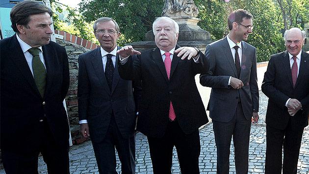 Die Landeshauptleute Voves (Stmk), Haslauer (Sbg), Häupl (W), Wallner (Vbg), Pröll (NÖ) im Mai 2014 (Bild: APA/Robert Jäger)