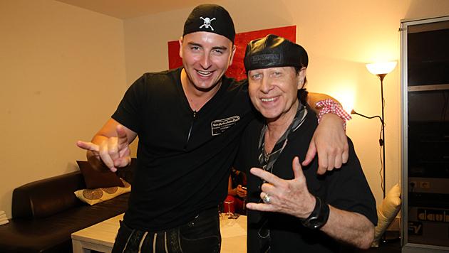 Steirerbua Andreas Gabalier mit Scorpions-Frontmann Klaus Meine (Bild: Sepp Pail)