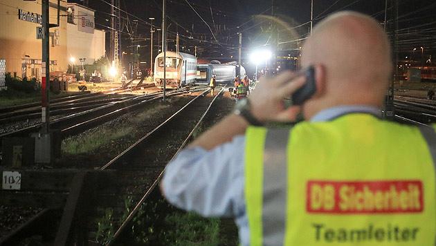 Zugunglück in Mannheim: Zwei Österreicher verletzt (Bild: APA/EPA/Markus Prosswitz)