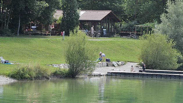Am Ebersdorfer See brach die 32-Jährige plötzlich zusammen. (Bild: Paul Plutsch)
