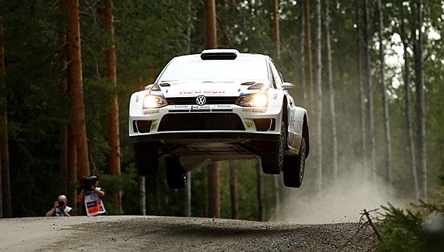 Latvala siegt in Finnland knapp vor Ogier (Bild: AP)