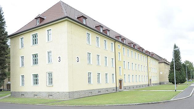 Asyl: Linzer Kaserne als Unterkunft vom Tisch (Bild: APA/PUSCH GUNTER HBF)
