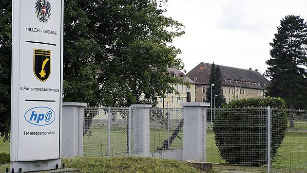 Asyl: Linzer Kaserne als Unterkunft vom Tisch (Bild: APA/RUBRA)